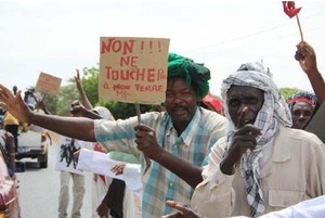 """Don't touch our land!"" Affected communties have rejected the concession of vast tracts of land to Senhuile-Senethanol."