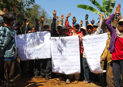 """SOCFIN shareholders: stop land grabbing!"" Citizens demand that SOCFIN respect the rights of local communities-image"